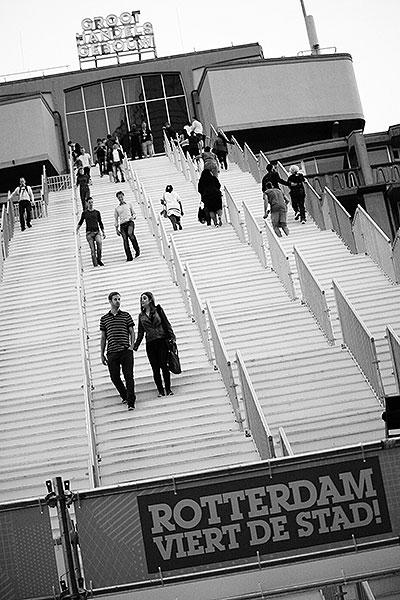 De tijdelijke trap naar uitkijkpunt groothandelsgebouw Rotterdam.