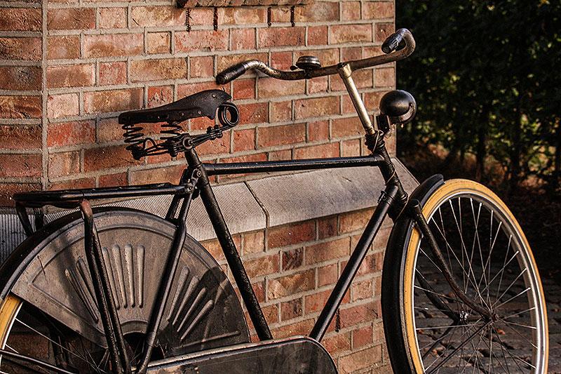 De oude fiets uit de schuur